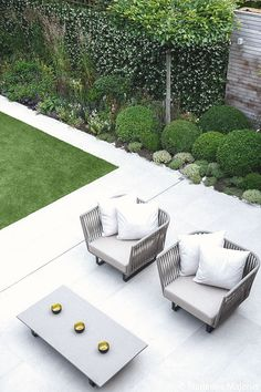 Contemporary Garden design alteration and refurbishment with modern planting scheme in Wandsworth, London by Matt Keightley and Rosebank Landscaping.