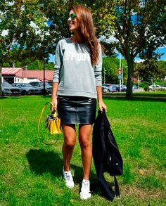 ¡Buenos días! Con este frío invernal apetecen \'looks\' cómodos, con zapatillas y mucho aire deportivo. El estilo inigualable de Paula es capaz de ser versátil y elegante hasta con sudadera. Seleccionamos los estilismos \'sporty chic\' que la actriz ha llevado y nos han servido de inspiración. Falda de tubo Recuerda este post Con leggins Recuerda […]