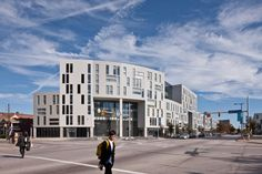Gallery of Uptown / Stanley Saitowitz | Natoma Architects - 6