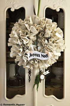 Christmas Craft: French Book Paper Wreath - :