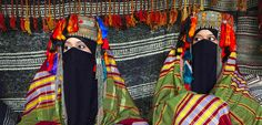 bedouin dancers | Bedouin women wear traditional costumes as they sit in their tent ...