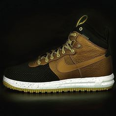 The #Nike #LunarForce 1 #Duckboot in the #winter #boot version of the famous #AirForce1. This boot will allow you to hit the streets no matter the season. #Wool-lining water-repellent #leather and rugged outsole combine to give you a shoe to brace the elements. Don't worry about slipping on the ice the solid rubber outsole has quite an aggressive traction pattern. This boot is jacked on the outside but inside all you'll feel is the #LunarLight foam midsole cushioning your feet #sizes14…