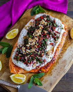 Lax med tahinisås - ZEINAS KITCHEN Zeina, Poke Bowl, Date Dinner, Salmon Recipes, Salmon Burgers, Tahini, Vegetable Pizza, Seafood, Sandwiches