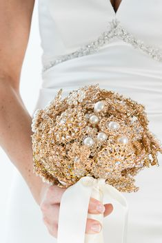 Check out this gold glam wedding theme. This article features tons of gold wedding ideas and incorporates lots of sparkle and glam in the decorations, centerpieces, favors, and more. Gold Wedding Theme, Sparkle Wedding, Rhinestone Wedding, Floral Wedding, Wedding Venue Inspiration, Wedding Ideas, Wedding Planning, Wedding Brooch Bouquets, Wedding Giveaways