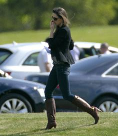 Kate made a dash in her denim, heeled leather boots, and a black blazer.