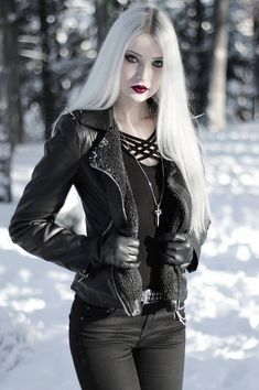 Gothic Outfits, Edgy Outfits, Mode Outfits, Fashion Outfits, Gothic Girls, Hot Goth Girls, Goth Beauty, Dark Beauty, Dark Fashion