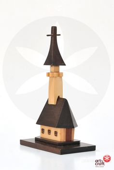 Biserica din lemn Wood Sculpture, Objects, Table Lamp, Home Decor, Wood Carvings, Lamp Table, Decoration Home, Room Decor, Table Lamps