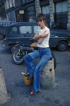 リメイクデニムでお出かけスタイル|【FASHION ICON】vol.1 ジェーン・バーキンに学ぶ、'70年代おしゃれ|エル・ガール・オンライン もっと見る