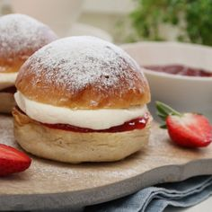FASTELAVNSBOLLER MED JORDBÆR Scones, Feta, Hamburger, Scandinavian, Sweet Tooth, Sweets, Baking, Desserts, Recipes