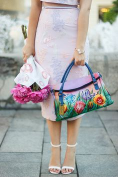 Lilac and peonies Jennifer Lawrence, Lilac, Vintage Outfits, Shoulder Bag, Chic, My Style, Skirts, Bags, Peonies