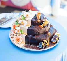 16.) Construction Cake (I'll take the chocolate dirt side, thanks)