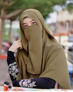 The particular scarf is the most essential item within the garments of ladies having hijab. Hijab Niqab, Muslim Hijab, Hijab Chic, Ootd Hijab, Muslim Dress, Islam Muslim, Hijab Dress, Hijabi Girl, Girl Hijab