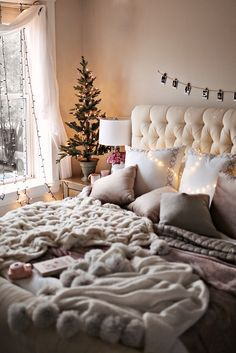 30 Cozy Winter Bedroom Decorations For Christmas bedroom Winter Bedroom Decor, Christmas Bedroom, Living Room Decor, Christmas Tree, Living Room And Bedroom In One, Christmas Ornament, Living Rooms, Diy Christmas Decorations, Stylish Bedroom