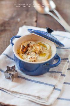 davvero saporita, gustosa e non ultimo, sana. Questa vellutata di cavolfiore è l'ideale per le giornate invernali fredde da gustare con dei crostini di pane abbrustolito e un giro d'olio! Che ne dite? La proverete?