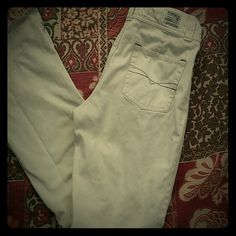 """Hydraulic Cream 100% Cotton Jeans Cute jeans  in an off white by Hydraulic featuring a split cuff and double buttons. 29"""" Waist, 30"""" inseam, 9.5"""" front rise, 18"""" leg opening.  All measurements are approximate. Hydraulic Jeans"""