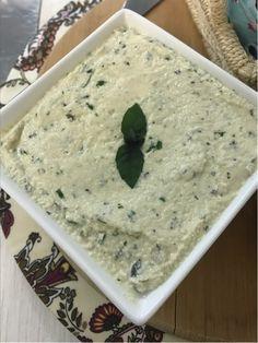 Este Patê de Amêndoas, Ervas e Limão (sem leite) é muito fácil de fazer e fica super saboroso! Excelente opção para quem não pode ingerir leite!
