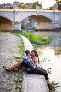 Couple kissing under the Castel Sant'Angelo bridge by the Tiber river bank in Rome Italy. Image by the www.andreamatone.com photographer studio Couple Kissing, Surprise Wedding, River Bank, Photographic Studio, Rome Italy, Engagement Photography, Photo Sessions, Love Story, Cool Pictures