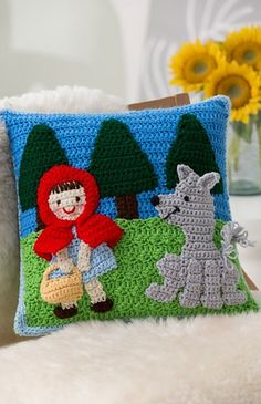 Red Riding Hood Pillow  ~ free pattern ᛡ