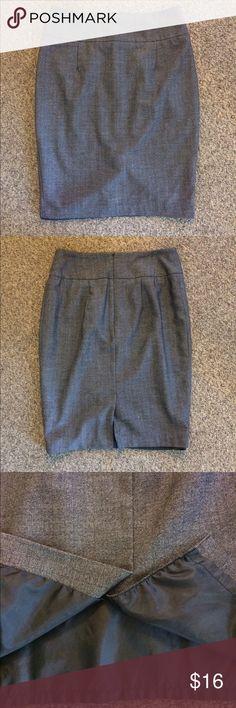 Mossimo skirt EUC gray Mossimo skirt. Size 6. Fully lined. mossimo Skirts