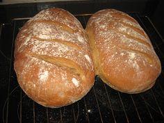 Nybakt julmustbröd   Det här brödet blir fantastiskt gott. Jag har fått receptet från en bekant (tack Carina!) och har bakat det flera år ... Bread Bun, Bread Cake, Swedish Recipes, Tack, Dairy Free, Nom Nom, Food And Drink, Pudding, Vegan
