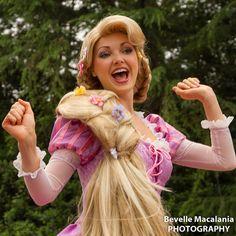 McPhee Look what I came across ; Miss you girly xoxo Rapunzel Wig, Rapunzel Cosplay, Rapunzel Characters, Disney Face Characters, Disney Princesses And Princes, Disney Pixar Movies, Tokyo Disneyland, Disney Costumes, Disney Pictures