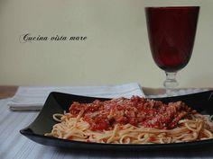 Gli spaghetti alla chitarra con ragù di agnello sono il piatto della domenica a casa mia quando con tutta calma si prepara una ricetta speciale e gustosa!