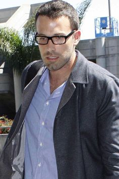 7e460c2d88 23 Pictures That Prove Glasses Make Guys Look Obscenely Hot
