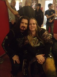 Backstage in Amsterdam: Jasja the talented silversmith who made the Majesty rings that band & crew wear with James.