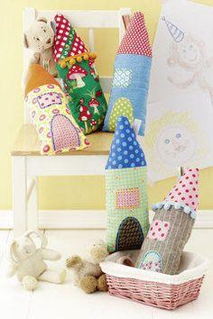 Kissen in Form von Häusern für das Kinderzimmer - Schnittmuster und Nähanleitung via Makerist.de