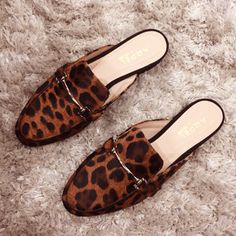 Business Casual Shoes, Cute Slippers, Cute Sandals, Dream Shoes, Vintage Shoes, Beautiful Shoes, Mules Shoes, Me Too Shoes, Fashion Shoes