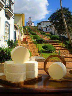 Queijo do Serro. Patrimônio imaterial de Minas, tombado pelo IEPHA em 2002 e pelo IPHAN EM 2008.