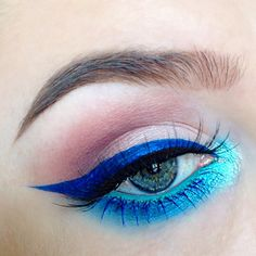 electric blue + turquoise bright / volorful eye makeup with winged liner @alyssamarieartistry