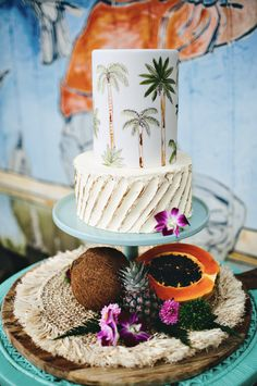 Wedding Cake Recipes Terrific Tropical Inspired Wedding Cakes - Terrific Tropical Inspired Wedding Cakes for a destination wedding or elopement. From handpainted palm trees to bright tropical sugar flowers. Wedding Cake Toppers Uk, Fall Wedding Cakes, Hawaii Wedding Cake, Hawaii Cake, Pretty Cakes, Beautiful Cakes, Amazing Cakes, Pear And Almond Cake, Almond Cakes
