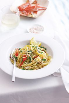 spaghettini with crab, lemon and chilli Chilli Pasta, Easy Pasta Dishes, Greek Recipes, Pasta Recipes, Seafood, Spaghetti, Food Porn, Lemon, Dinner