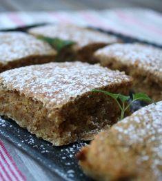 lindastuhaug - lidenskap for sunn mat og trening Healthy Bars, Healthy Food, Low Carb Sweets, Sweets Cake, Sugar Free Desserts, Brownie Cake, No Bake Cake, Sweet Recipes, Lchf