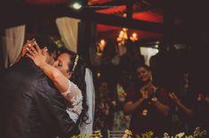 casamento noturno, beijo, beijo noivos, Alex Santiago Fotografia, foto criativa, romântica e autoral de casamento