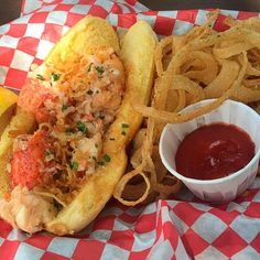 Where to find the best lobster rolls in New England Best Lobster Roll, Lobster Rolls, Kimball Farm, Beach Snacks, Boothbay Harbor, Seafood Restaurant, Fish And Chips