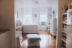 A Bright & Airy 400 Square Foot West Village Studio: gallery image 1 Studio Apartment Living, Small Studio Apartments, Studio Apt, Studio Living, Apartment Therapy, Modern Apartments, Tiny Studio, Small Space Living, Small Spaces
