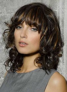 medium-curly-hairstyles-with-bangs-and-highlights.jpg (433×592)