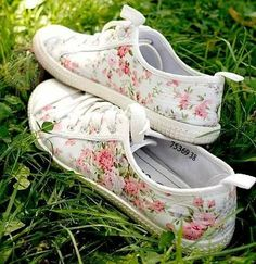 Different Types of Sneakers. I wager it is those sneakers that you use everywhere. Sneaker can be used for lots of things Floral Sneakers, Floral Shoes, Cute Sneakers, Floral Converse, Shoes Sneakers, Summer Sneakers, Vans Shoes, Adidas Shoes, Shoes Sandals