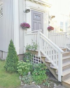Railings For Steps, Outdoor Stair Railing, Front Porch Design, Bungalow House Design, Front Steps, Front Entrances, Home Reno, Curb Appeal, Future House