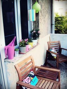 balcony like the tray with flower pots