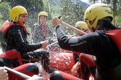 Raftingtour auf der Salza in der Steiermark - Österreich. Spaß bei der Wasserschlacht im Raftingvboot. National Forest, Tours, Adventure