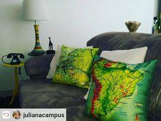 Almofadas dos lugares por onde passei e amei #Europa #americadosul #domgato decorando minha casa com a minha cara! @domgato  #Rensta #Repost: @julianacampus via @renstapp (em Dom Gato)