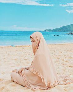 Niqab Fashion, Muslim Fashion, Ootd Hijab, Hijab Chic, Hijab Dpz, Hijab Cartoon, Hijabi Girl, Muslim Girls, Beautiful Hijab