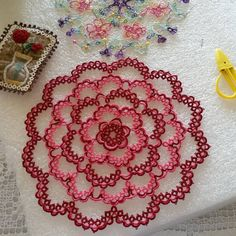 """This pink and red tatted lace doily is a free pattern from """"fireweed plains"""" I love this pattern thankyou:) tatted lace# Frivolite #toturr  #schiffchenarbeit #makouk #Occhi #sukkulapitsi"""