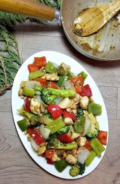 This Black Pepper Chicken stir fry is just like the kind you would order from in the restaurants. Black Pepper Chicken, Chicken Stir Fry, Chinese Food, Cobb Salad, Zucchini, Fries, Stuffed Peppers, Restaurant, Asian