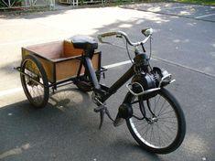 Le Solex utilitaire ! Moto Guzzi, Moped Motor, Motorcycle Carrier, Mini Motorbike, Velo Design, Motorised Bike, Vintage Cycles, Motorized Bicycle, Sidecar