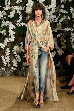 New York Fashion Week: 10 Best Looks From Ralph Lauren Look Fashion, Runway Fashion, Autumn Fashion, Jeans Fashion 2017, Fashion Design, Flare Jeans Outfit, Mode Kimono, New Yorker Mode, Look Street Style