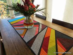 Ideas Easy Quilting Modern Table Runners For 2019 Table Runner And Placemats, Table Runner Pattern, Quilted Table Runners, Small Quilts, Easy Quilts, Amish Quilts, Sampler Quilts, Quilting Projects, Quilting Designs